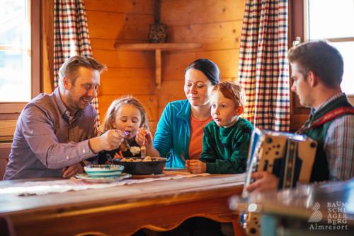 baumschlagerberg-team-urlaub-mit-der-familie-kinder-child-holiday-austrai