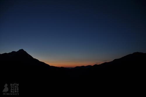 g-almresort-baumschlagerberg-urlaub-nacht-sternenhimmel-romantikurlaub-romantikwochenende-huette-berge-wandern-spazierengehen