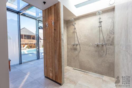 g-baumschlagerberg-duschen-entspannen-relaxen-stein-holz-wiesen-rieseln-traeumen
