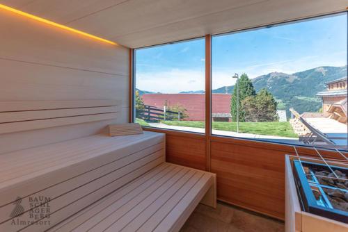g-baumschlagerberg-sauna-entspannung-wiesen-felder-berge-himmel-hitze-ruhe-allein