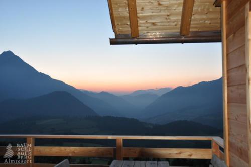 g-huetten-ausblick-ruhe-geniessen-terrasse-balkon-abendstimmung-vorderstoder