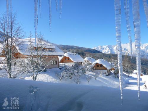 g-hutten-winter-urlaub-schnee-schneemann-schlittenfahren-kamin-holiday-vacation