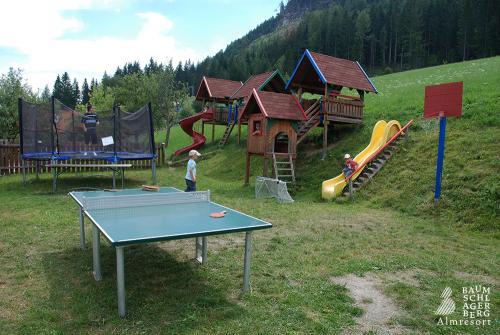 g-kinderspielplatz-rutsche-trampolin-spielen-spass-gaudi-paradies