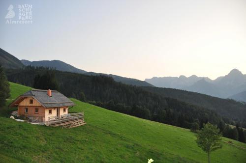 g-panorama-hutte-berge-wiesen-felder-wandern-bergsteigen-mountanbike-oberoesterreich