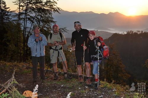 g-wandern-familie-ausflug-berge-vorderstoder-sonne-gipfel