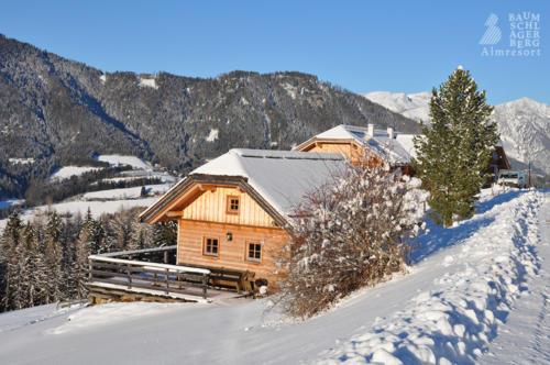g-winter-huetten-berge-landschaft-familienurlaub-romantikurlaub-kamin