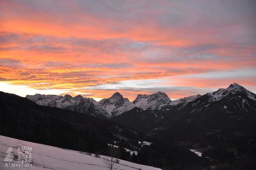 g-winterferien-winterurlaub-berge-taeler-wolken-himmel-ruhe-entspannung-pur-tradition